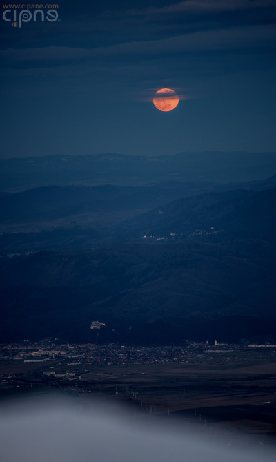 Moon over Roseanu